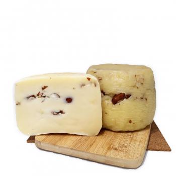 formaggio-ripieno-alle-mandorle